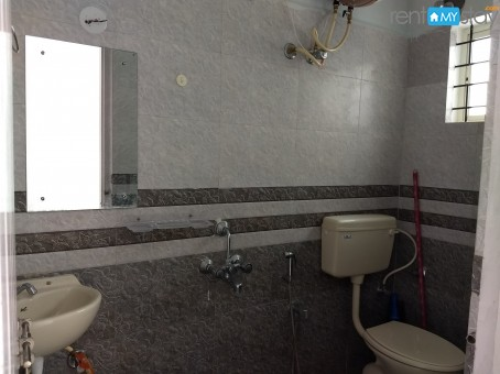 Fully Furnished 1BHK near Kemp Fort Mall in Old Airport Road/image3