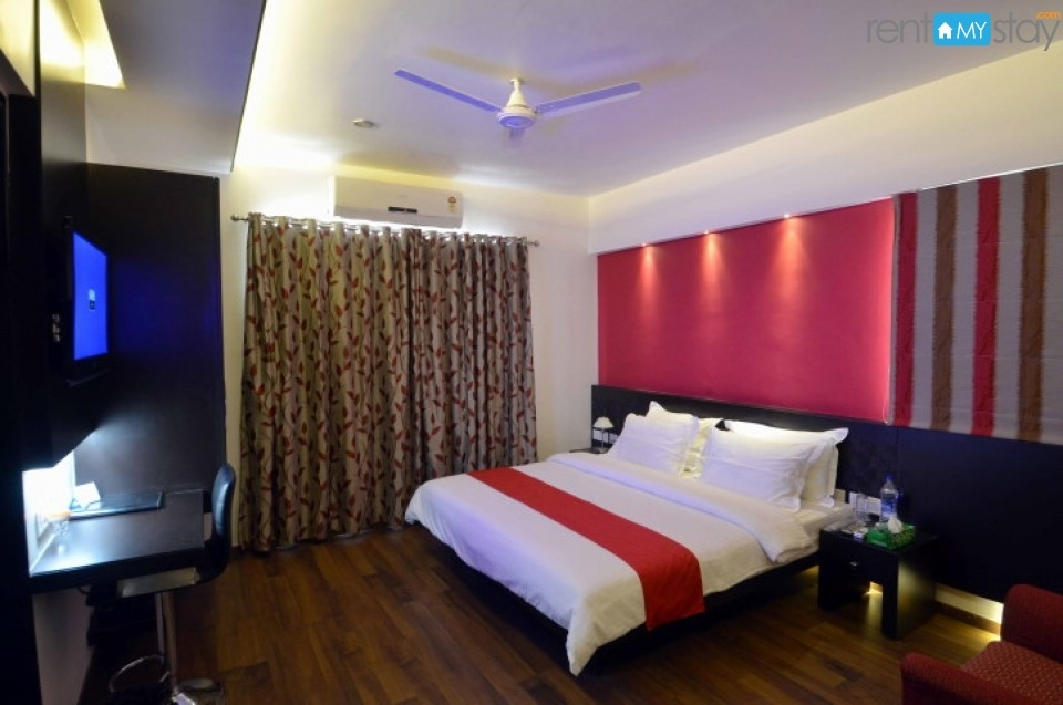Awesome Room near Magarpatta City